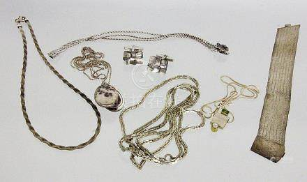 A LOT OF 7 SILVER JEWELLERY ITEMS Gross weight
