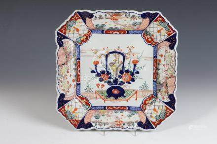 IMARI PORCELAIN SHAPED SQUARE PLATE WITH FLARING BORDER, 19t