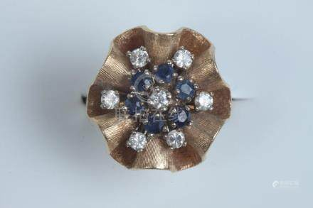 14K YELLOW GOLD, DIAMOND AND SAPPHIRE FLORAL DESIGN RING. -