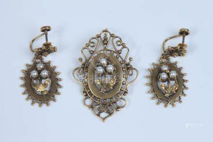 THREE-PIECE SUITE VICTORIAN STYLE 14K YELLOW GOLD AND CULTUR