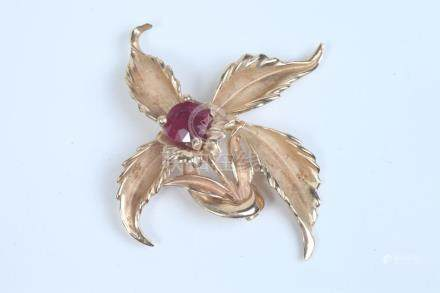 14K YELLOW GOLD AND RUBY FLORAL DESIGN PIN, - D: 2 1/2 in. G