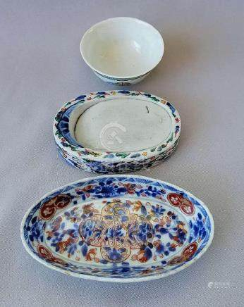 THREE PIECES OF QING DYNASTY CHINESE PORCELAINS