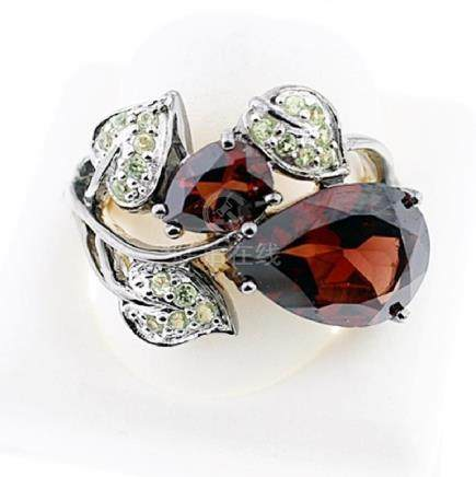 SILVER RING WITH GARNET AND PERIDOT