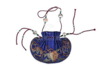 A CHINESE EMBROIDERED SILK SNUFF BOTTLE POUCH.  Late Qing Dynasty. One side in vivid blue, the other