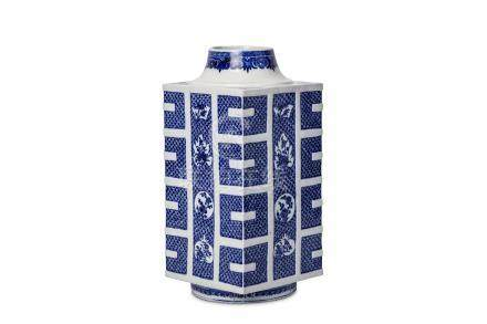 A CHINESE BLUE AND WHITE VASE, CONG. Qing Dynasty, 18th Century. Modelled after an archaic jade