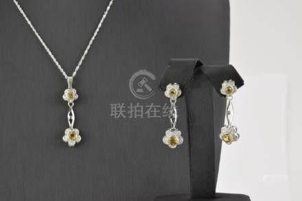 Conjunto de gargantilla y pendientes realizados en oro blanc