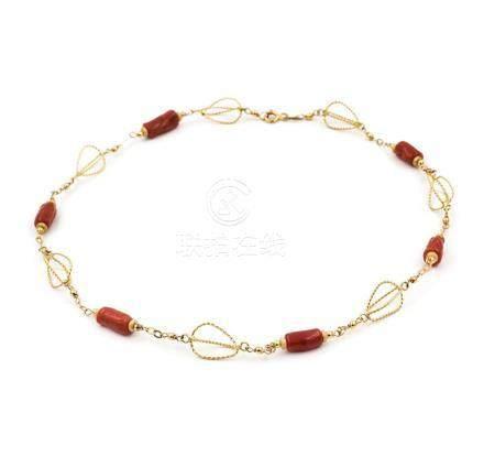 Gargantilla collar de oro amarillo con coral natural del Pac