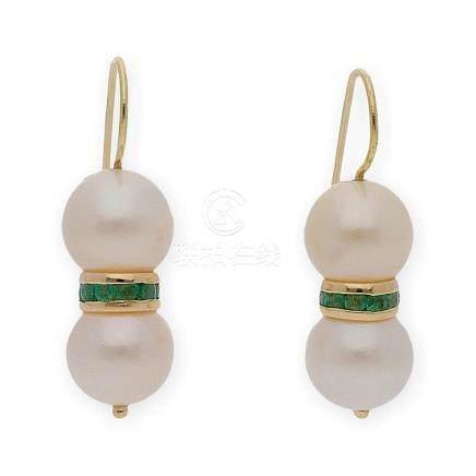 Par de pendientes realizados en oro amarillo 18Kt con perlas