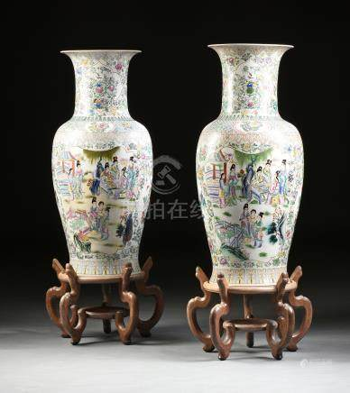 A PAIR OF PALACE SIZE CHINESE FAMILLE ROSE ENAMELED PORCELAIN VASES, LATE 20TH CENTURY, each with