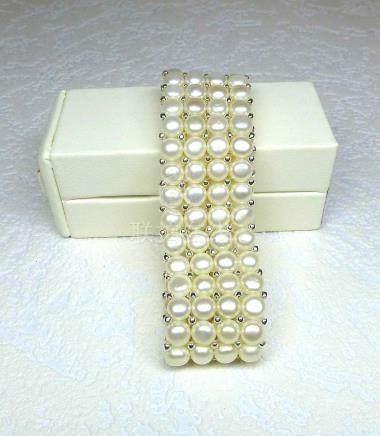 Bracelet 4 rangs en perles de culture naturelles (D: 6 mm) montées sur élastiqu