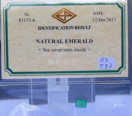 Sous certificat, une Emeraude NATURELLE taille à degrés de belle couleur probab