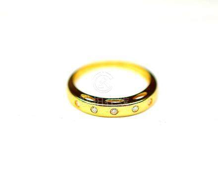 Bague or jaune sertie de 5 diamants ronds taille moderne de belle qualité. Or 2