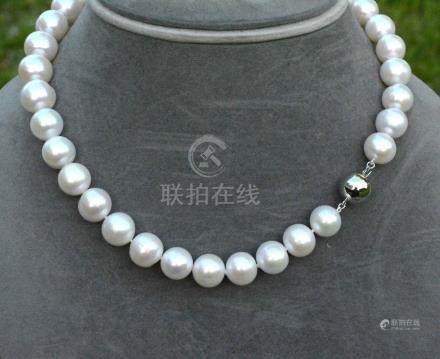 Très important collier de perles de culture naturelles (D: 13-13,5 mm) au lustr