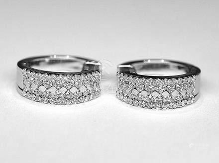 Paire de demi-créoles or blanc sertie de 96 diamants qualité G/VS pour 1,20 c.