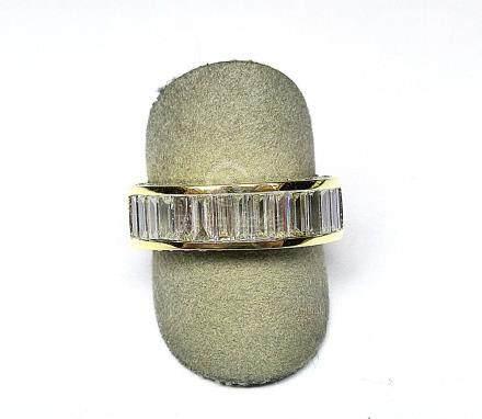 Alliance rail or jaune sertie de diamants baguettes pour 2,50 c. env qualité G/