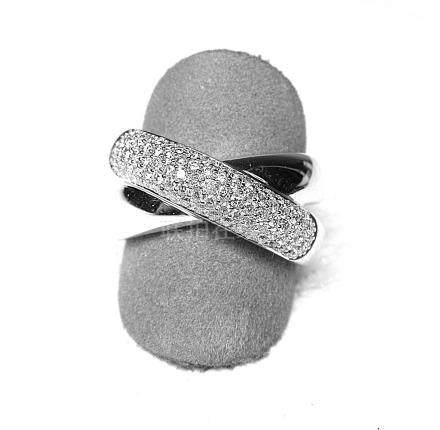 Une bague or blanc 2 anneaux croisés, l'un serti de 89 diamants pour 1 c. env.