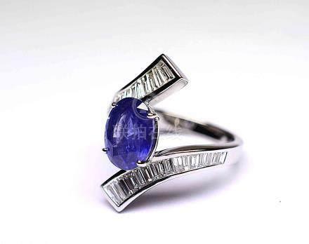 Bague or blanc anneau croisé serti d'un dégradé de 32 diamants baguettes pour 2