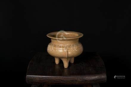 宋代-龍泉官(郊壇官)窯米黃釉鬲式爐