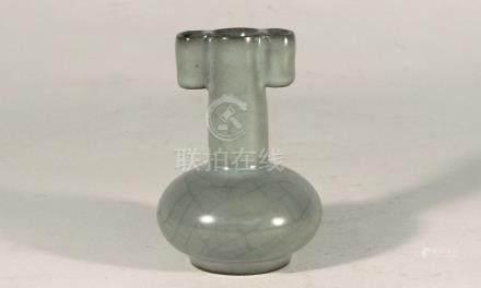 宋代-龍泉官窯貫耳小瓶