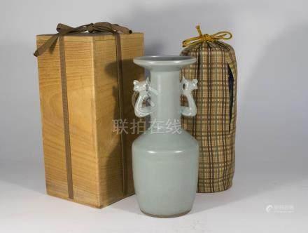 宋代-龍泉官窯灰胎鳯耳瓶(附木盒)