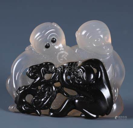A SUPERB CHINESE CARVED SILHOUETTE AGATE 'MONKEY'