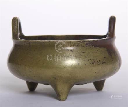 CHINESE BRONZE TRIPLE FEET ROUND CENSER