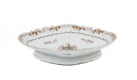 Taça de pé de bordo recortado em porcelana chinesa