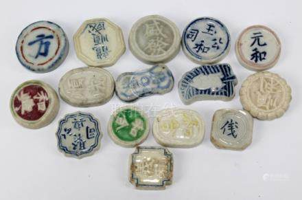 Fifteen Siamese porcelain gaming tokens, all bearing Chinese characters, each diameter approx 2.