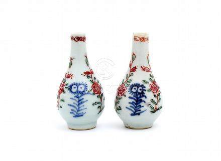 A PAIR OF SMALL QIANLONG VASES