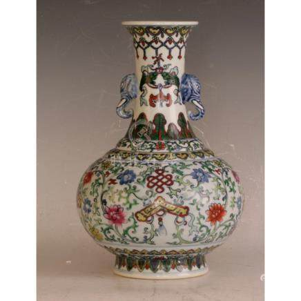 Very Fine Dou Cai Vase