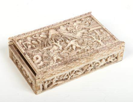 A 19th century Cantonese ivory box with hinged cover. Carved and pierced to the top to depict
