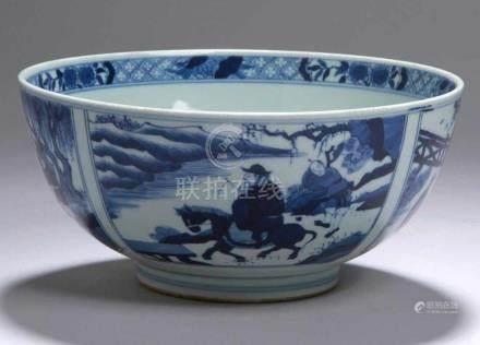 Porzellan-Kumme, China, wohl 19. Jh., in Unterlasurblaumalerei dekoriert, auf derAußenwandung mit