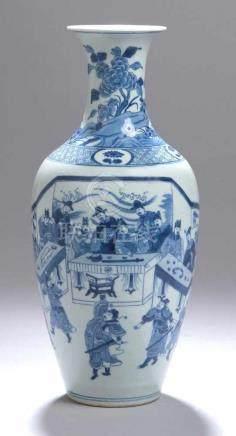 Porzellan-Ziervase, China, 18./19. Jh., gemarkt Qing-Dynastie, K'ang-hsi-Periode,dekoriert in