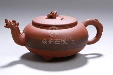 Terracotta-Teekännchen, China, 20. Jh., Drachenkopfausguss, ohrförmiger Rundhenkel mitkleinem