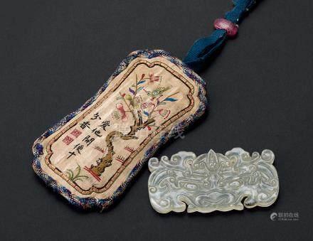 玉磬配刺绣荷包