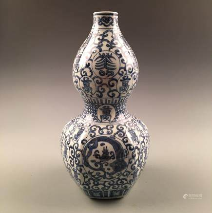 Chinese Blue and White Double Gourd 'Dragon' Vase