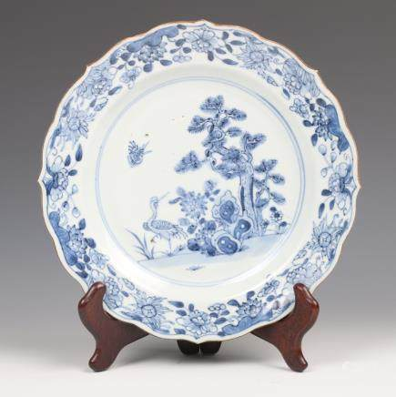CHINESE EXPORT BLUE AND WHITE PLATE, MID QING DYNASTY
