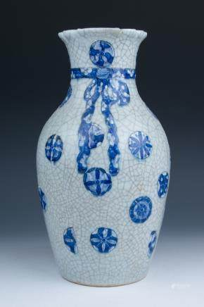 CHINESE BLUE AND WHITE VASE, QIANLONG MARK