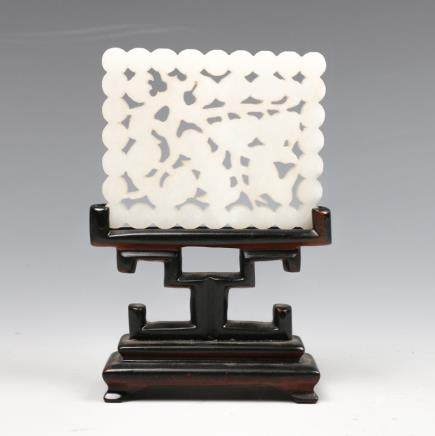 CHINESE CARVED JADE 'PEACH' PLAQUE WITH STAND