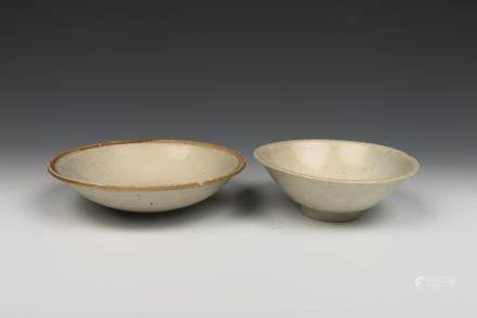 PAIR OF CHINESE CELADON GLAZE DISHES, SONG DYNASTY