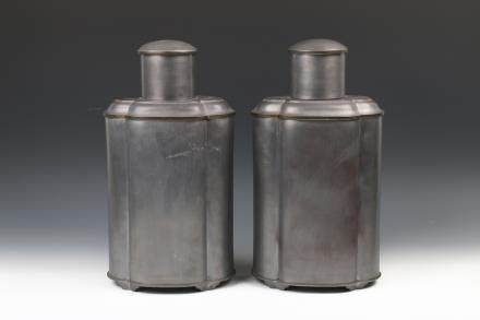 A PAIR OF PEWTER TEA CADDIES AND COVER, LATE QING