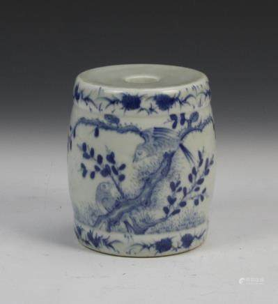 19th C., blue and white scale weight, depicting birds in a tree.