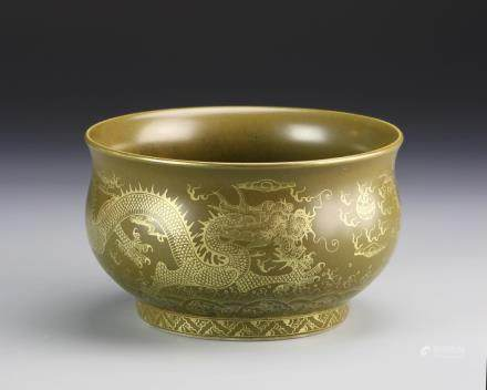 Republic tea dust glaze bowl, with flared rim, and pedestal base, scrolling gilt dragon motifs across the surface, Qianlong mark.