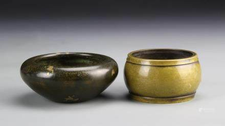 ROC Period, two bronze censers, one in circular form, with narrowing base, the other in barrel form, both with smooth polished surfaces, mark on base.