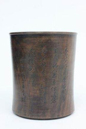 A CARVED HUANGYANGMU BOXWOOD BRUSHPOT