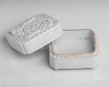 Deckeldose, China, 19. Jahrhundert, Porzellan, grau-weiße Glasur, quadratische Form, derDeckel mit
