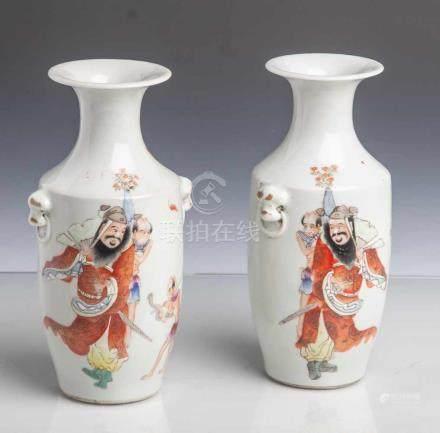 Vasenpaar, China, 19./20. Jahrhundert, Zeit der Republik, Porzellan, hellgrau glasiert,mit