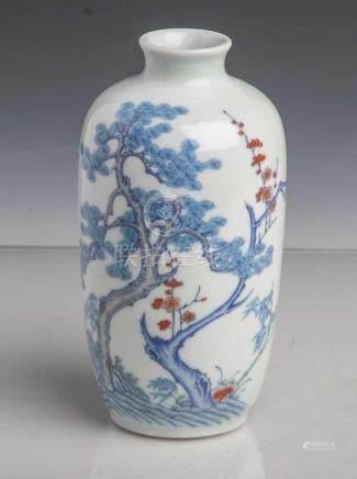 """Vase, China, 18./19. Jahrhundert, Porzellan, mit polychrom gemaltem Dekor von den """"DreiFreunden im"""
