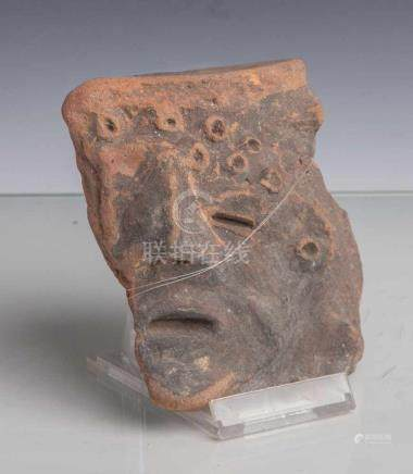 Darstellung eines männlichen Gesichts im Dreiviertelprofil mit leicht geöffneten Mund(Mexiko,