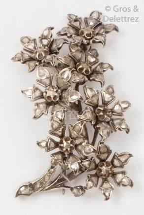 Broche «Trembleuse» en or et argent ajouré à décor de fleurs serties de diama